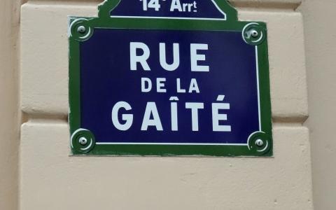 La rue de la Gaîté à Montparnasse